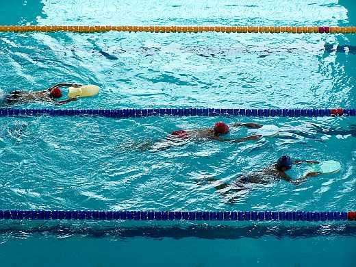 Sportolni például - fokozatosan terhelve - de lehet.