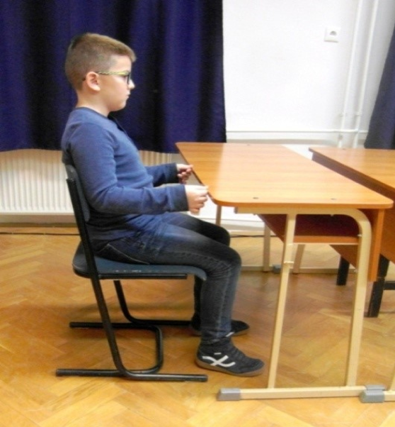 A szék és az asztal egyéni méretezésének ellenőrzése
